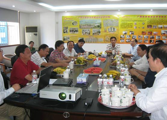 2007.10.15自治區政協副主席梁裕寧到我所聽取情況匯報