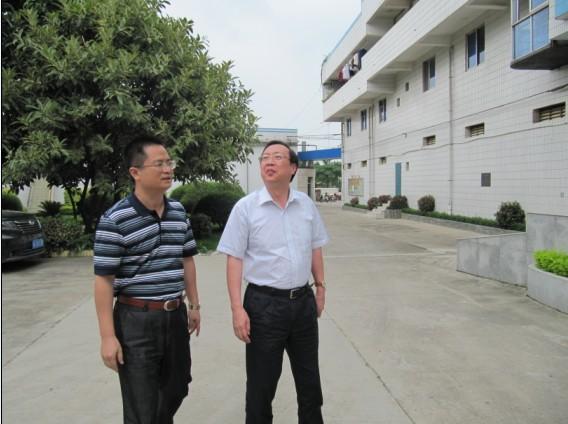 2010.06.04自治區國資委書記尹建國帶隊到所里指導工作